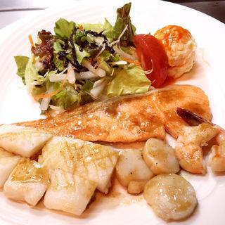 mixシーフードのバター焼きセット(洋食鉄板焼 OPEN SESAME! (オープンセサミ!))