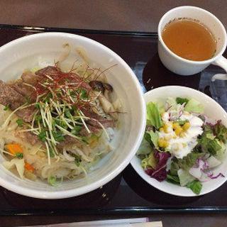 牛ロースステーキ丼(ガーデンテラス )