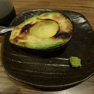 焼きアボカド (勢 ハマ横丁店 )