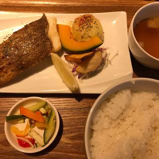 白身魚のムニエルセット(エリーゼキッチン )