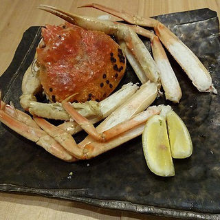 蒸し立てズワイガニ (魚治 (UOHARU))