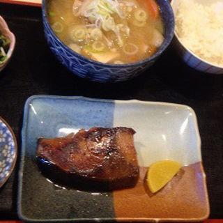 ブリ照り焼き、豚汁(ご飯少なめ)(レストラン 千味 )