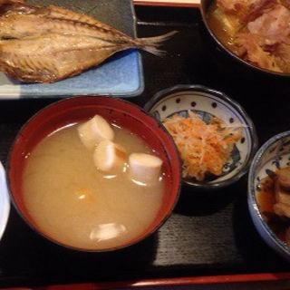 和定食(肉豆腐、焼きアジ・ご飯少なめ)(レストラン 千味 )