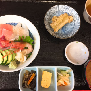 海鮮丼(おさしみや )