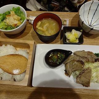 旭川産・芋豚ローストポーク定食(虎屋菓寮 横浜そごう店 (とらやかりょう))