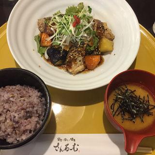 鯖とたっぷり野菜の黒糖黒酢あんかけ定食(さんるーむ そごう広島店 )
