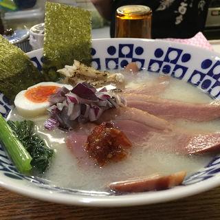 鯛カマと鴨肉ウユニ塩湖の塩で(真鯛らぁー麺 日より)