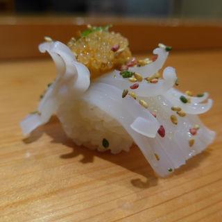 赤烏賊 雲丹・飛子のせ(天寿し 京町店)