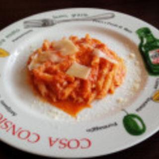 チーズトマトソースのペンネ(カリヨン)