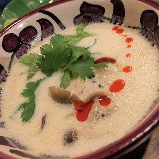 とり団子入り 白いトムヤムスープ(亜細亜民芸 きらきら )