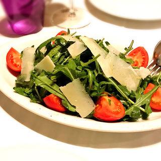 ルッコラ フルーツトマト パルミジャーノチーズのサラダ(イル ルポーネ (il Lupone))