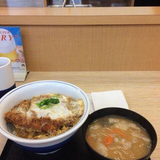 平日限定 カツ丼梅+とん汁(かつや 蒲田西口店 )