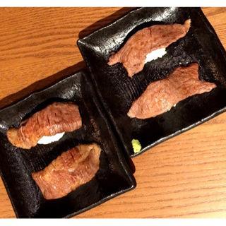 赤身炙りとトロ炙りの食べ比べ(鉄板串いってつ 福島店 )