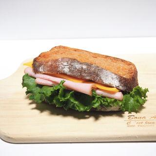 ポークパストラミとクリームチーズのトマトフランスサンド(やさしい風 )