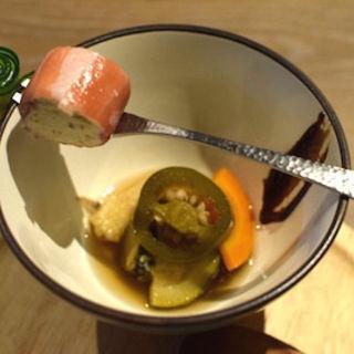 イチヂクのクリームチーズ サーモンロール ツブ貝と季節野菜のマリネ(ビズ 神楽坂 (bisous))