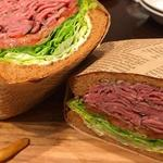 ローストビーフサンドイッチ(ミートファクトリー&カフェ亀戸)