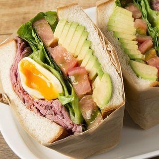 ローストビーフとアボカドのサンドイッチ(PANINO VINO)