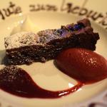 サクランボとチョコレートのクーヘン カシスのソースと赤ワインでマリネしたフランボワーズのアイス(銀座ハプスブルク・ファイルヒェン )