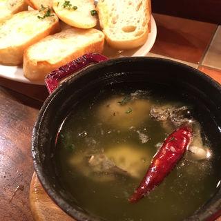 広島県産牡蠣のアヒージョ(イタリアン酒場 TAKEYA)
