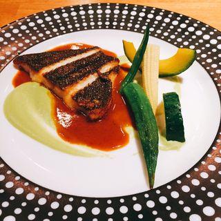本日の鮮魚(カレイのソテー 空豆のディップとサフランクリームソース)(イルバンボリーノ (IL BAMBOLINO))