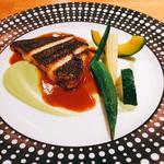 本日の鮮魚(カレイのソテー 空豆のディップとサフランクリームソース)
