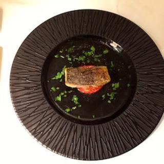 福井県産 鰆の香草パン粉ソテー フルーツトマトのオーブン焼き(Il vischio イルヴィスキオ)