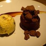 チョコレートケーキ バニラアイス添え