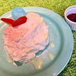 ミルキークリームと苺のシフォンケーキ