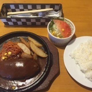 手造りハンバーグ(レギュラー)(バンビーナ スパゲティレストラン )