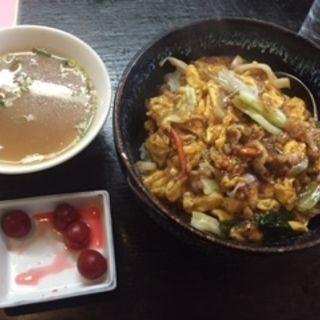 豚肉と野菜と玉子の中華炒めのせ丼(らーめん 江楽 (らーめん えらく))