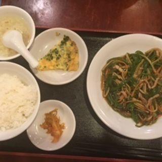 「日替りランチA」(青椒肉絲と玉子焼)(盛東園 )