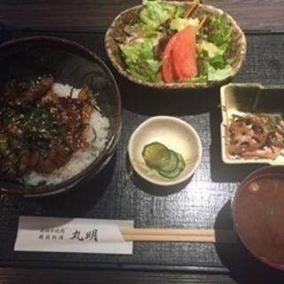 カルビ丼(飛騨牛焼肉・韓国料理 丸明 )