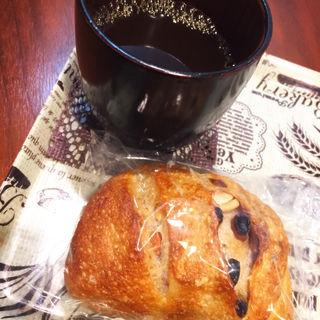 天然酵母パン(ティーズ ベーカリー (T'S Bakery))