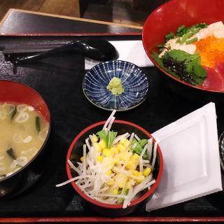鮪とサーモンの合わせ丼定食(川崎のひもの屋)