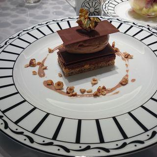 クルスティヤン クロッカン ショコラオレエノワゼット(Cafe'Dior by Pierre Herme')