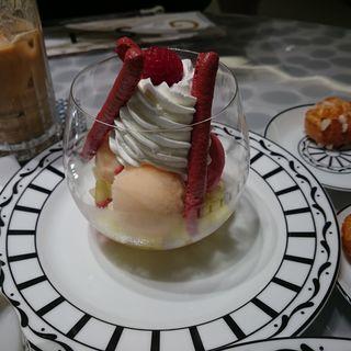 クープ グラッセ ムロン エ フランボワーズ(Cafe'Dior by Pierre Herme')