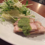豚肉のグリル きゅうりのソース 白菜と豆苗のサラダ添え