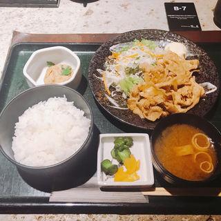 豚ロース生姜焼き定食(隠れ房 南青山店 (カクレボウ))