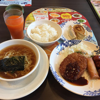 日替わりランチ +半ラーメンと焼き餃子(バーミヤン 調布つつじヶ丘店 )