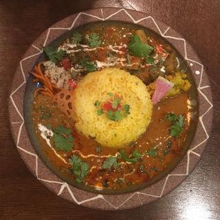 牛すじのマンゴーココナッツカレー & 夏野菜のサンバル(Trippin Spice)