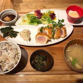 びんちょうまぐろのレアカツ おろしポン酢定食(おぼんdeごはん 新宿ミロード店 )
