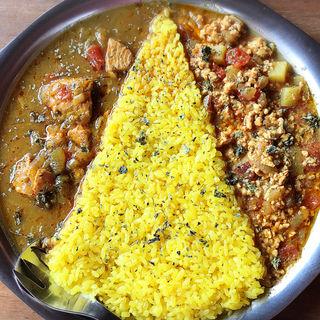 鮭のタマリンドカレーとチキンとさつまいものキーマカレー の2種あいがけカレー(PARADE(パラード))