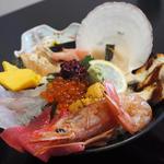 具だくさん海鮮丼 うにいくらが入った原価率150の赤字商品!!!!!!!!!!!!!!!!!!!(泳ぎいか・ふぐ・いわし・大阪懐石料理・遊食遊膳 笹庵 (ささあん))