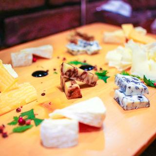 チーズ盛り合わせ(Bistro du marche Gozzone (ビストロ デュ マルシェ ゴッツォーネ))