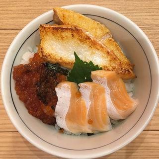 サーモンづくし丼(目利きの銀次 千種駅前店 )
