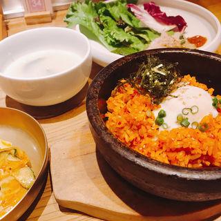 サムして食べる熟成キムチ炒飯セット(水刺齋 (すらんじぇ))