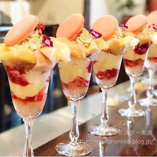 桃のパフェ(デセール ル コントワール (Dessert Le Comptoir))