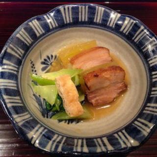 黒豚(鹿児島)角煮と冬瓜 馬鈴薯餡かけ 青梗菜煮浸し添え(菊坂 )
