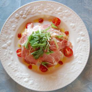 夏季限定!生ハムとミニトマトの冷製パスタ(カフェレストラン ヴィーニュ )