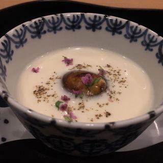 ジャガイモと清湯のすり流し 鰻とフォンドボーのゼリー寄せ 花穂紫蘇 黒胡椒(の弥七)